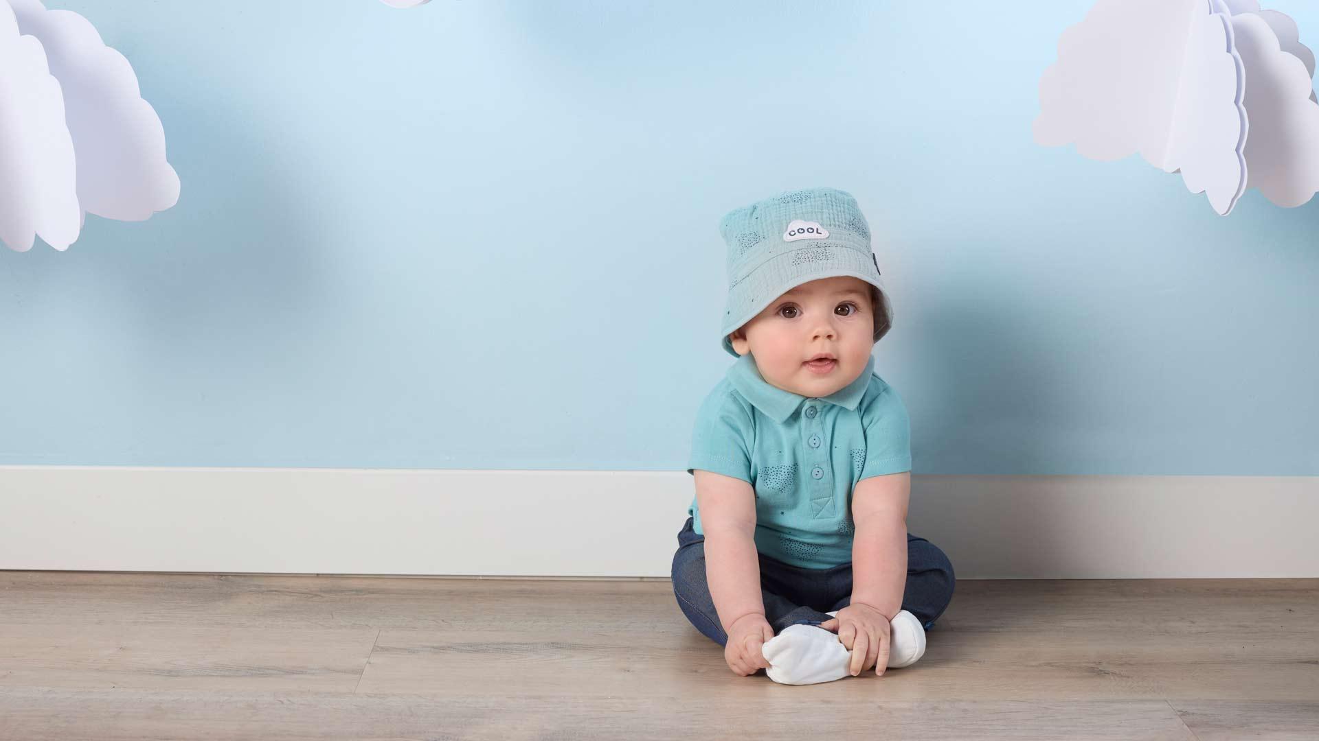 Aubert présente sa collection de casquettes, chapeaux et écharpes pour bébé garçon